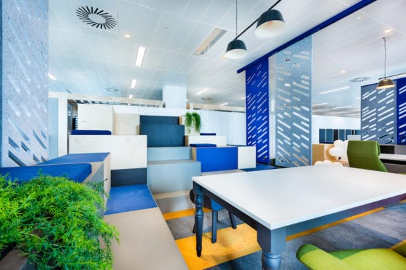 workagile huddlebox tiered seating in use 2